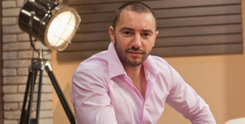 Антон Хекимян представя своите 10 любими български песни по БГ Радио.