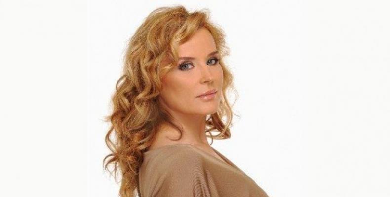 Аня Пенчева представя своите 10 любими български песни по БГ Радио.