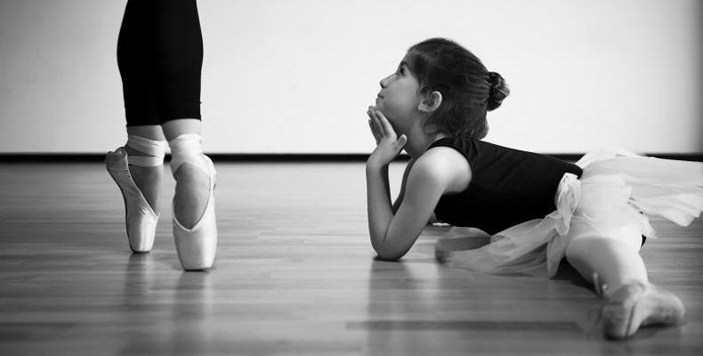 Балетна школа предизвиква бащите