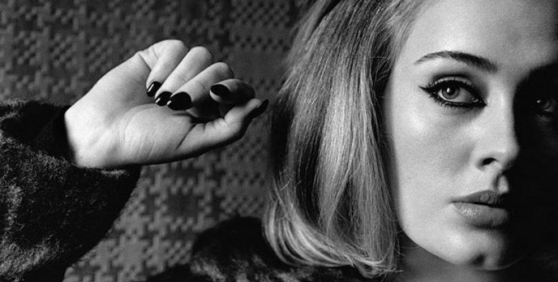 Adele с таен акаунт в Twitter
