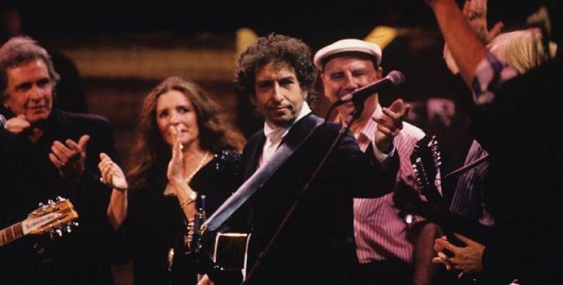 Предстоящият троен студиен албум на Боб Дилън,