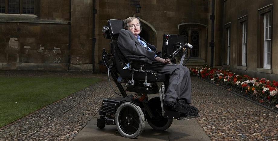 Почина астрофизикът Стивън Хокинг
