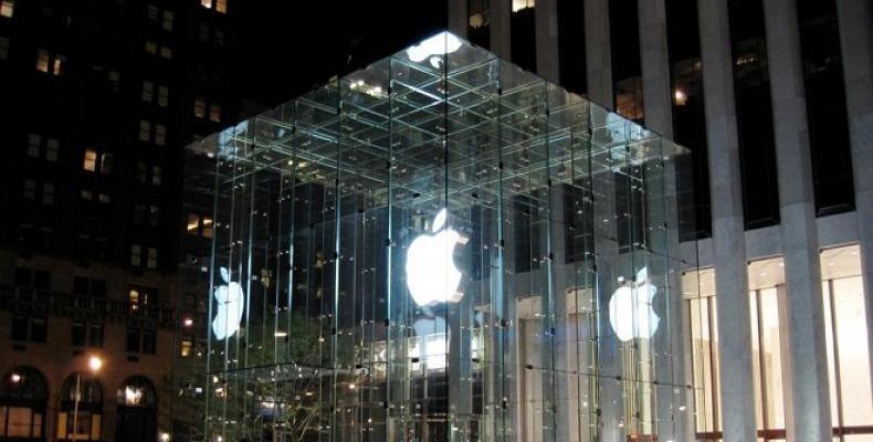 Покривът на нов магазин на Apple в Чикаго представлява гигантски MacBook Pro
