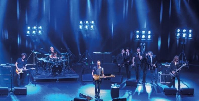 STING представя новия си концертен албум