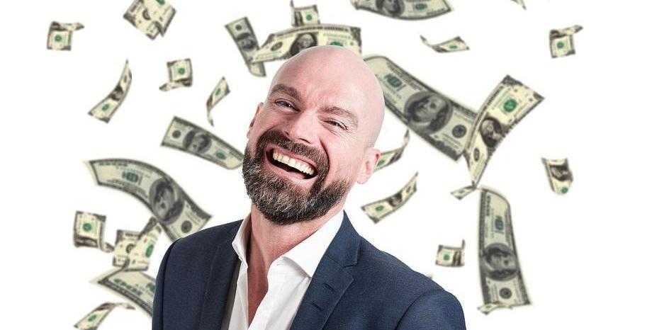 Милиардер раздава 9 милиона долара, за да разбере дали парите ще направят хората по-щастливи