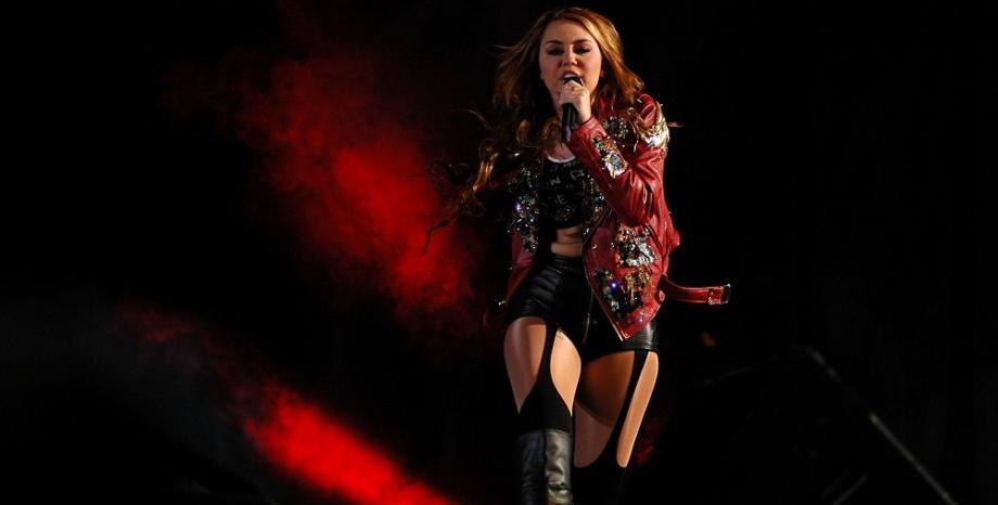 Miley Cyrus & Elton John правят песен на Metallica
