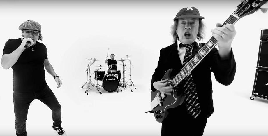 AC/DC с видео към сингъла