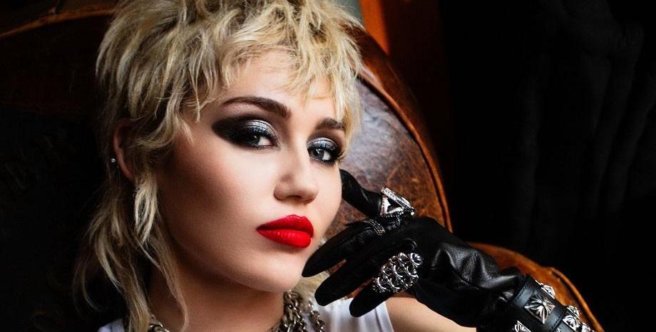 Elton John и Chad Smith са сред гост музикантите в предстоящия албум на Miley Cyrus с кавъри на Metallica