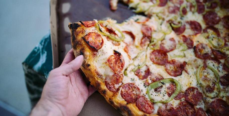 Храната е по-вкусна, когато ядем с ръце