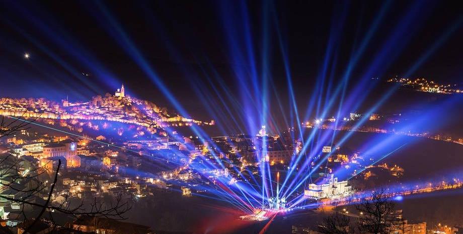 Тази вечер прожектори ще осветят небето над пет български града в подкрепа на медиците