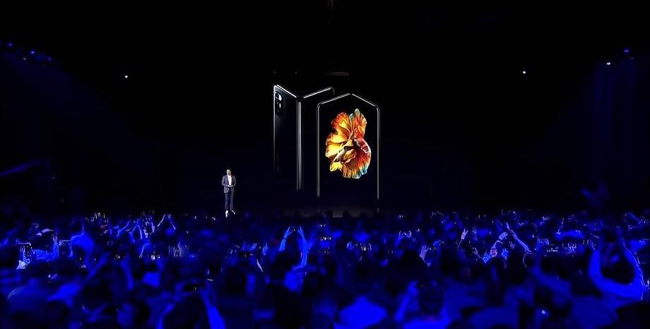 В надпревара със Samsung и Huawei, Xiaomi пуска огъващ се смартфон