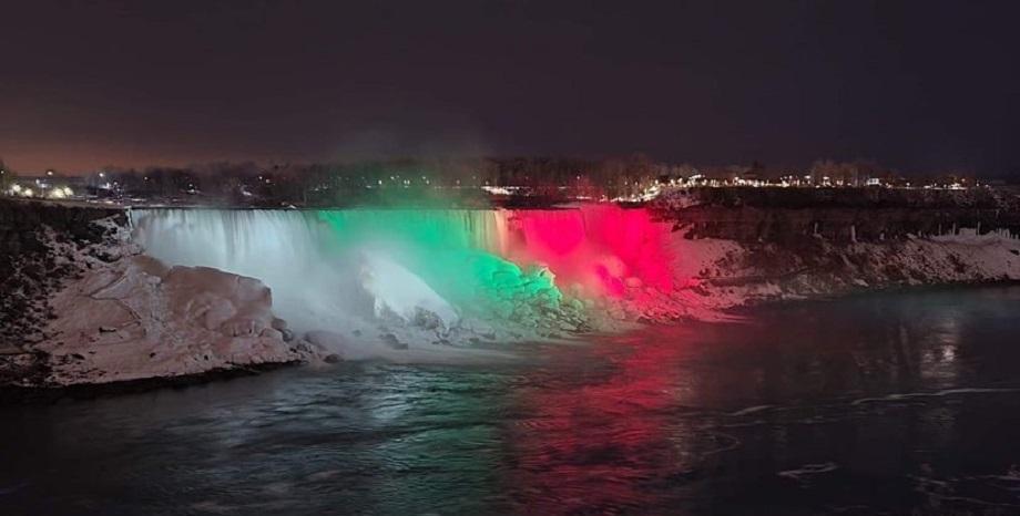 Ниагарският водопад грейна в цветовете на българския трибагреник