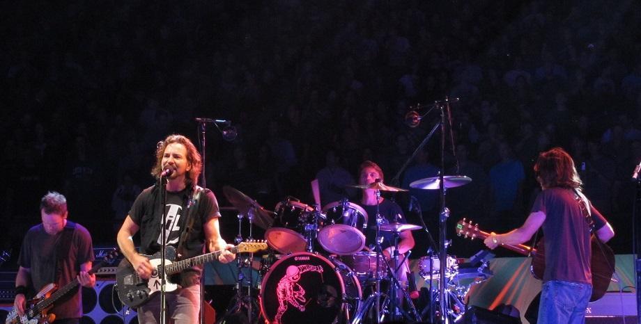 Pearl Jam излъчват безплатно свой концерт от 2010-а