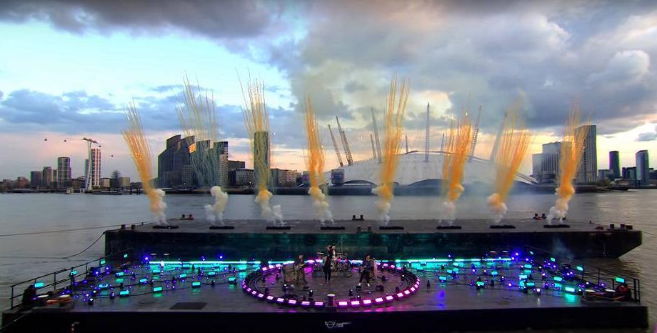 Вижте някои от впечатляващите изпълнения на британските музикални награди 2021