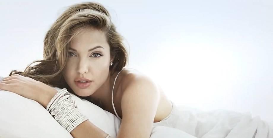 Честит рожден ден на Анджелина Джоли!