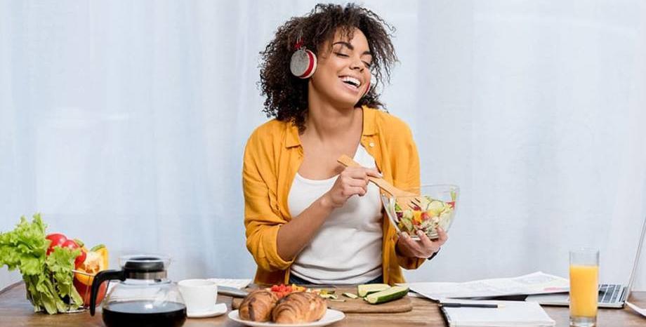 Има ли връзка между музиката и нездравословната храна?