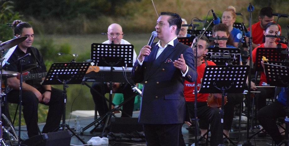 """Концертите """"Symphony Way"""" на Васил Петров продължават и през август"""