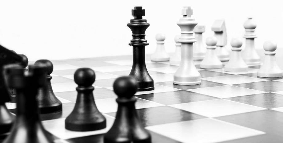 Искат премахване на правилото в шаха белите фигури да започват първи