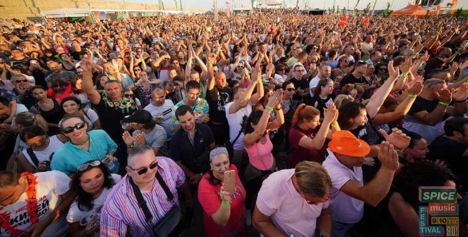 Spice Music Festival и Радио ENERGY взривиха Бургас! Над 8000 фенове на музиката от 90-те пяха и танцуваха!
