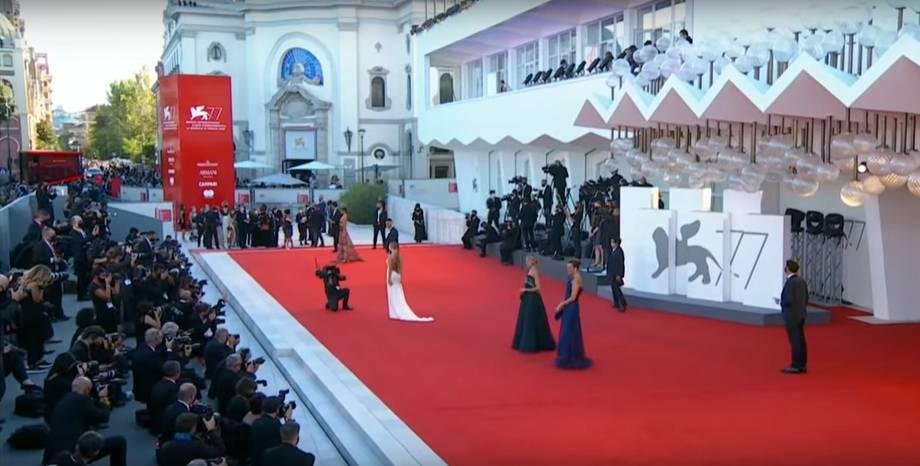 Най-сексапилните рокли на кинофестивала във Венеция