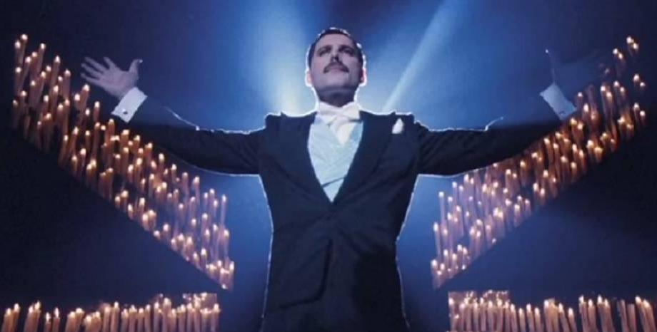 """""""Фреди Меркюри: Биография"""" от Лора Джаксън - безсмъртната рапсодия на гениалния вокалист на Queen"""