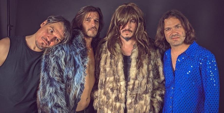 Casual Threesome с премиера на новия си сингъл и видеоклип - Mirror Clock