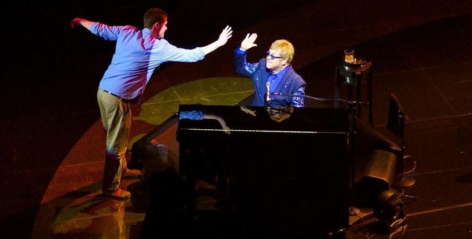 Elton John отлага концерти, а Ed Sheeran анонсира световно турне