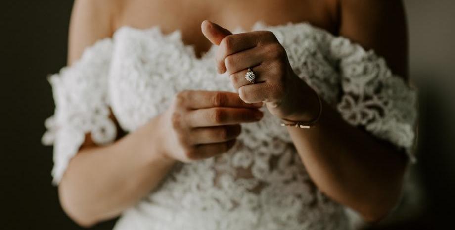 J Lo с пищна сватбена рокля