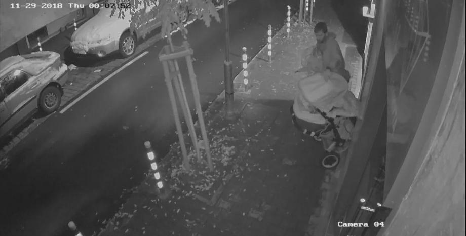 Крадец задигна количката на 2-годишни близнаци. Споделете, за да го намерят! (Видео)