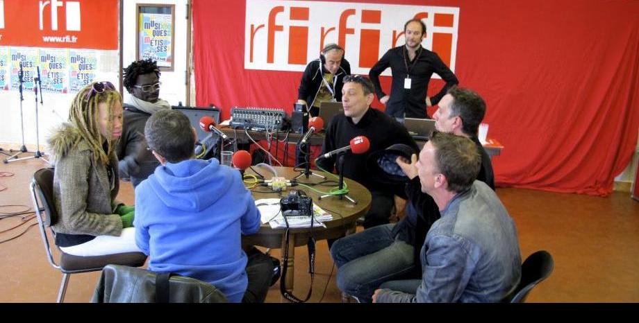 """Френско радио се извини, след като """"уби"""" Кралицата и Пеле"""