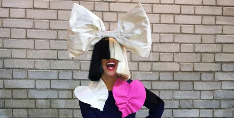 Sia с още едно коледно видео -