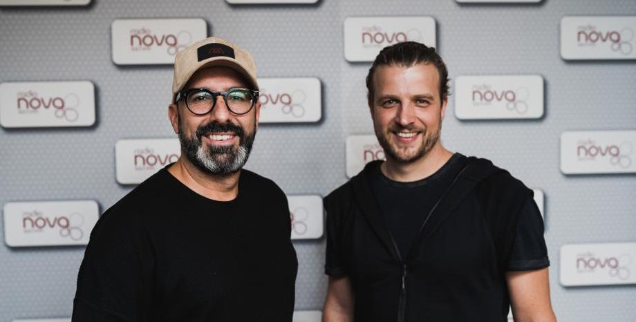 Испанските диджеи Chus & Ceballos с горещ парти сет на живо от Радио NOVA