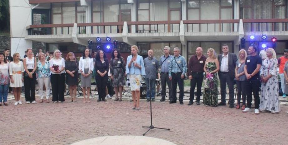 С много усмивки и музика беше открита новата учебна година в ЦЛТРДБ
